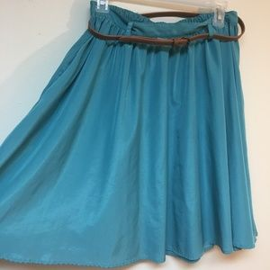 Flowy skirt with pockets and belt